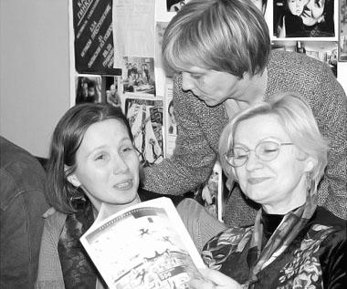 Е. Тропп, Е. Миненко и наш автор В. Головчинер. 2003 г. Фото М. Дмитревской