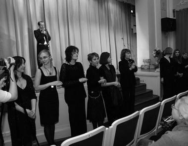 Выход редакции в черном... Фото Ю. Кудряшовой