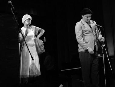 От театра Сатиры нас поздравляли М. Николаев и Т. Калашникова. Фото Ю. Кудряшовой