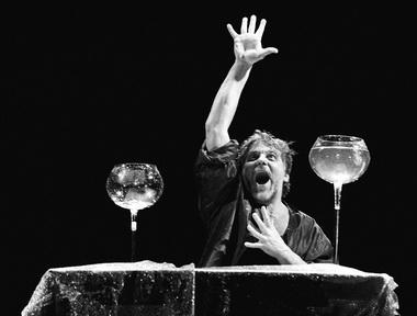 В. Румшас (Клавдий). «Гамлет». Фото В. Луповского