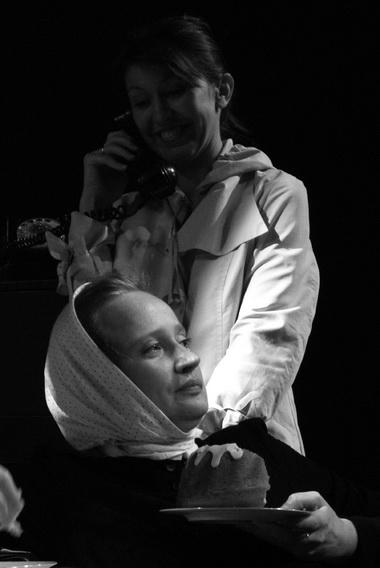 Т. Мишина (Варвара), У. Чекменева (Елена). Фото К. Синявского