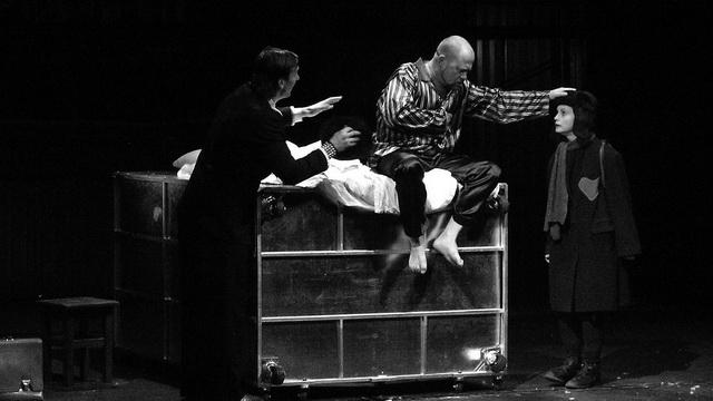 А. Карза (Вор), В. Лагоша (Немец), М. Рыжикова (Сердце). Фото из архива театра