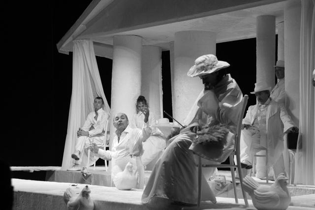 «Таланты и поклонники». Сцена из спектакля. Фото Е. Сорокиной