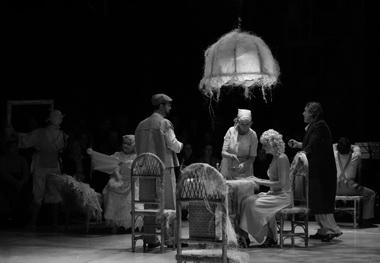 «Вино из одуванчиков». Сцена из спектакля. Фото Е. Сорокиной