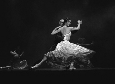 Ю. Махалина, Д. Пимонов. «Мата Хари». Мюзик-холл. Фото И. Красенкова