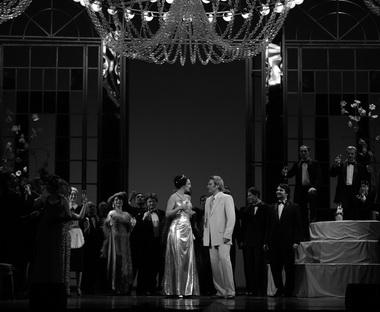 «Травиата». Сцена из спектакля. Фото из архива фестиваля