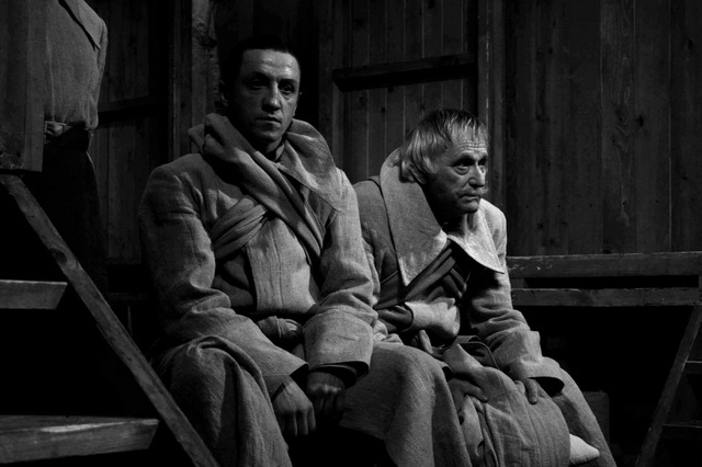 С. Дьячков (Хлудов), Л. Елисеев (Крапилин). Фото М. Дудник
