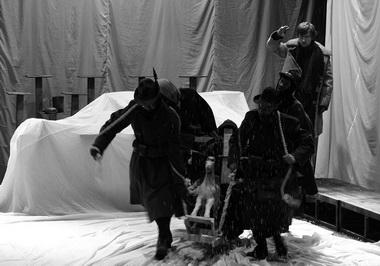 Сцена из спектакля. Фото из архива фестиваля