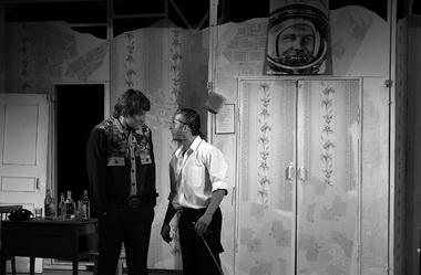 Е. Наумов (Угаров), В. Горбатов (Анчугин). «Двадцать минут с ангелом». Фото В. Зайчикова