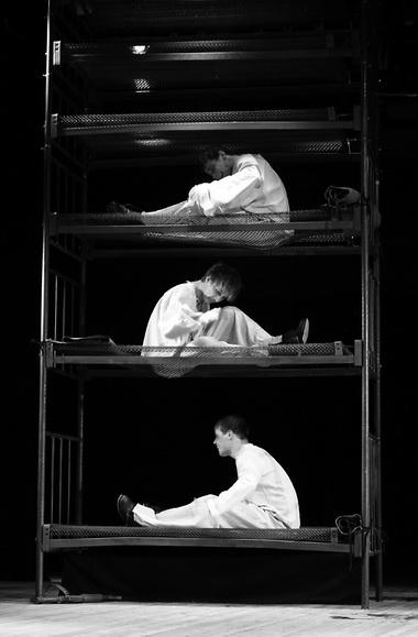 «Дембельский поезд». Сцена из спектакля. Фото В. Зайчикова