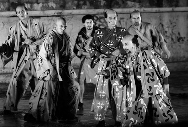 «Семь самураев». Сцена из спектакля. Фото из архива театра