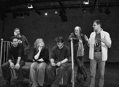 Молодых режиссеров окружали и теснили немолодые деятели театра. Фото М. Дмитревской