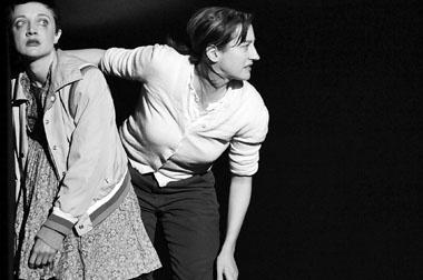 Р. Циммерман (Паулина), К. Беккер (фрау Йон). Фото из архива фестиваля