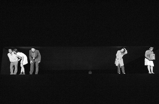 Сцена из спектакля «Крысы». Фото из архива фестиваля
