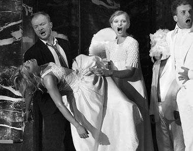 Сцена из спектакля «Дон Джованни». Фото В. Луповского