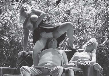 Сцена из спектакля «Смерть коммивояжера». Фото В. Луповского