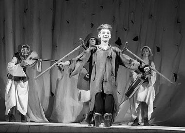 Сцена из спектакля «Великодушный рогоносец». Фото из архива театра