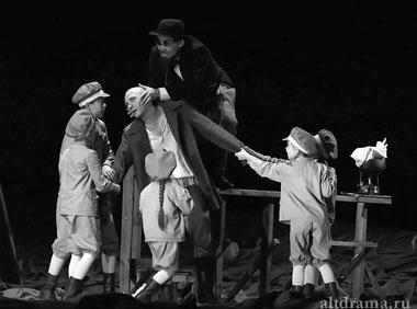 Сцена из спектакля. Фото В. Сотникова