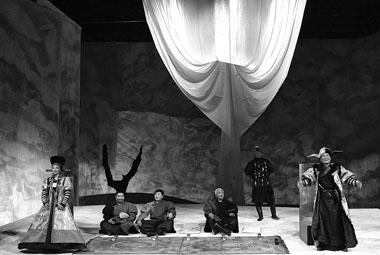 Сцена из спектакля «Максар. Степь в крови». Фото В. Сотникова
