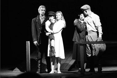 Сцена из спектакля. Фото Е. Меденникова