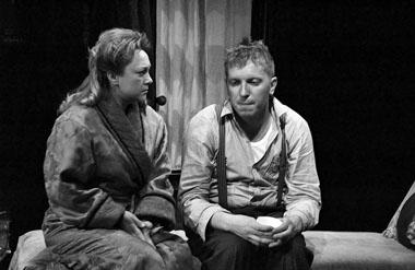 Е. Вовненко (Аманда), А. Чернышов (Том). Фото из архива театра