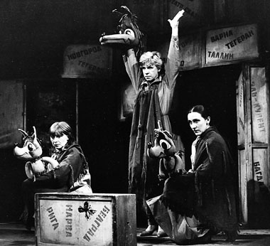 Сцена из спектакля «Приключения Дружка». 1982. Фото из архива Театра сказки