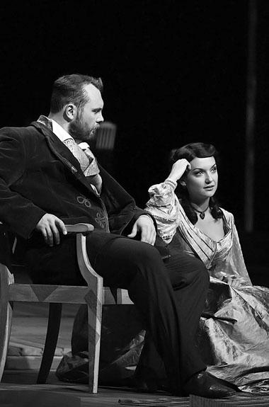 И. Исаев (Александр Герцен), Р. Искандер (Натали Огарева). Фото из архива театра