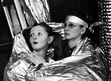 О. Белинская (Крошка Ру), А. Еминцева (Кенга). «Дом на Пуховой опушке». Фото из архива театра