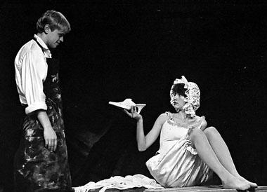 Ю. Елагин (Царь Петр), А. Еминцева (Лягушка). «Царь Pjotr». Фото из архива театра