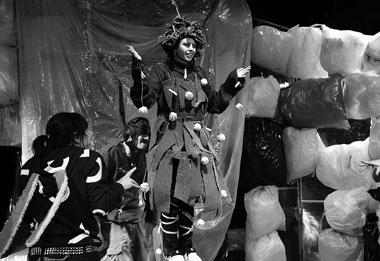 Сцена из спектакля «Ель». Фото Е. Беликова