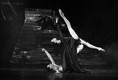 Р.Геер (Мастер), Е. Кулагина (Маргарита). Фото из архива Д. Авдыша