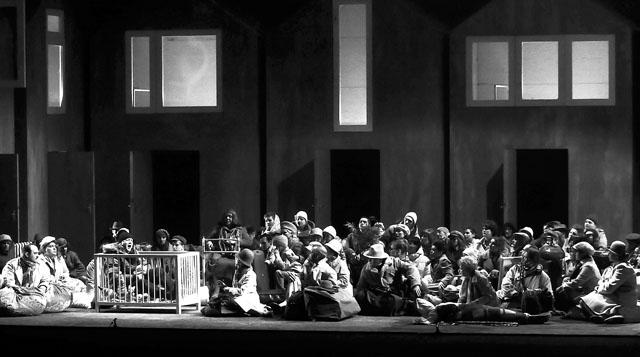 Сцена из спектакля. Фото Е. Иванова
