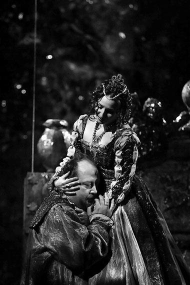 В. Компанеев (Отелло), Е. Орлова (Дездемона). Фото А. Завьялова