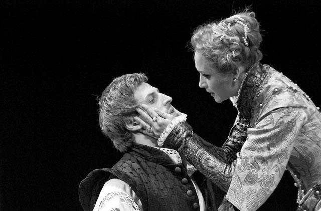 И. Ботвин (Дон Карлос), И. Патракова (Елизавета Валуа). Фото С. Ионова