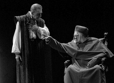 В. Ивченко (Филипп II), Г. Богачев (Великий инквизитор). Фото С. Ионова