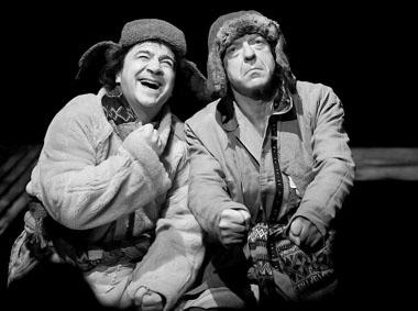 С. Бызгу, В. Кухарешин в спектакле. Фото Ч. Абботта