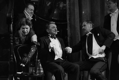 Сцена из спектакля. Фото М. Дудник
