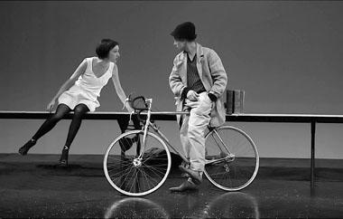 Сцена из спектакля «Еще один сюрприз любви». Фото из архива фестиваля