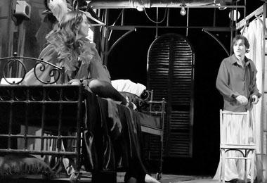 Л. Каевицер (Бланш), Д. Корявин (Стэнли Ковальский). Фото из архива театра