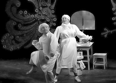 В. Семеин, Н. Табачкова в спектакле. Фото из архива фестиваля