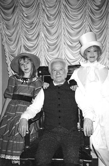 А. Арефьева, ее дед Г. Ложкин и мама Е. Ложкина. Фото из личного архива