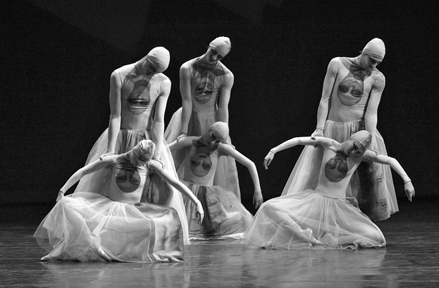 Сцена из спектакля «Конек-Горбунок». Фото Н. Разиной