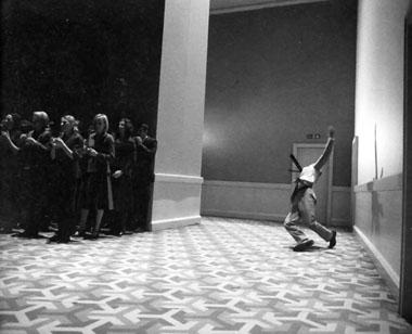 Сцена из спектакля «Мессия». Театр Ан дер Вин. Фото из архива театра