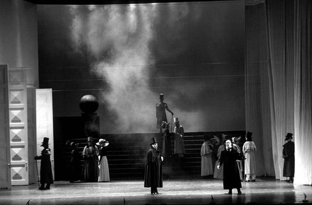 Сцена изспектакля.  Фото В. Барановского