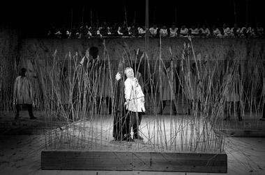 Сцена изспектакля «Очарованный странник».  Мариинский театр. Фото В. Барановского