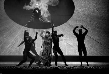 Сцена изспектакля «Русалка».  Фото Н. Круссера