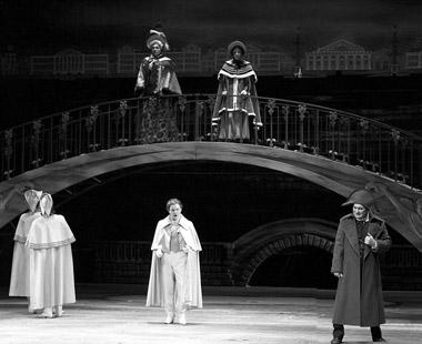Сцена из спектакля. Фото А. Мищенко
