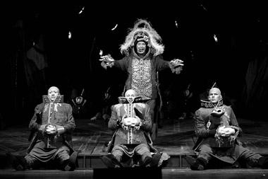 Сцены из спектакля. Фото В. Пустовалова