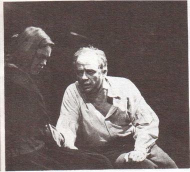 Е. Попова (Элизабет) и А. Толубеев (Проктор). «Салемские колдуньи». Фото Б. Стукалова