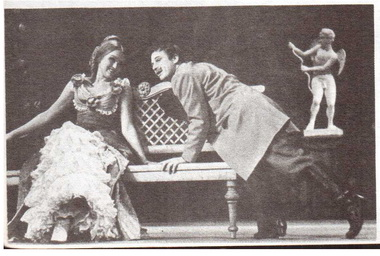 Е. Попова (Глафира) и А. Толубеев (Горецкий). «Волки и овцы». Фото Б. Стукалова